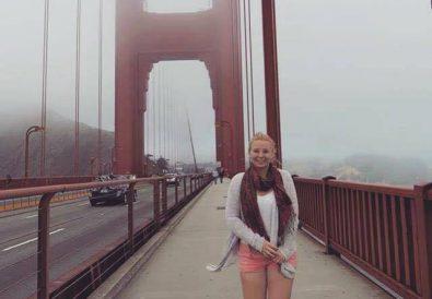 Yara auf Brücke